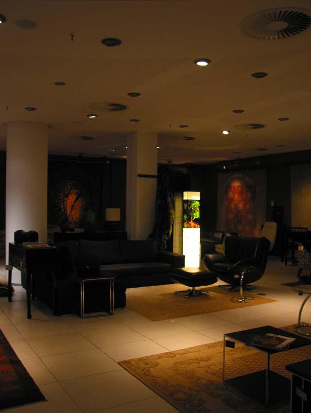 ausstellung in hamburg mit den lichts ulen von dieter geike. Black Bedroom Furniture Sets. Home Design Ideas